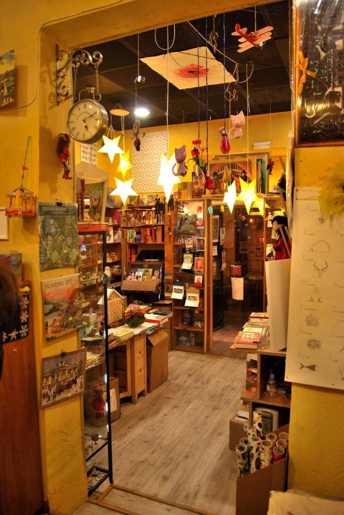 Librería Tres Rosas Amarillas.
