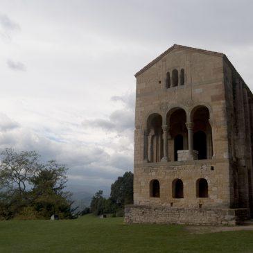 Oviedo y la muerte por cachopo y arquitectura pre-románica.