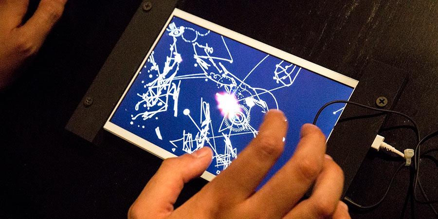 Bjork va más allá y elabora su propia app educativa. Pruébala en el CCCB Barcelona. Foto de Santiago Felipe.