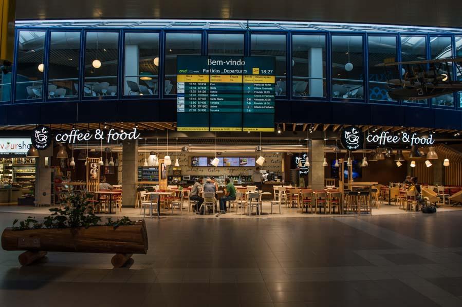 Los aeropuerto de las Azores, pequeños y muy manejables. El check in cierra a veces sólo 25 minutos antes de la salida