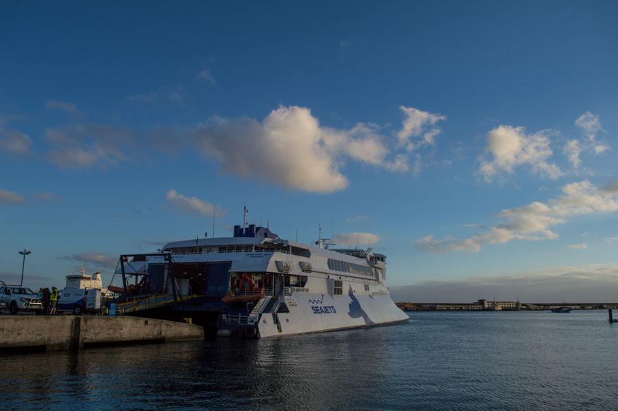 Los ferries de la compañía griega SeaJets operan los refuerzo veraniegos para Atlanticoline