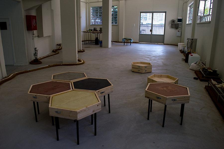 Otobong Nkanga y su obra performativa en documenta14.