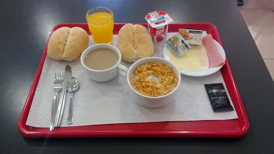 Desayuno típico en las Pousadas da Juventude