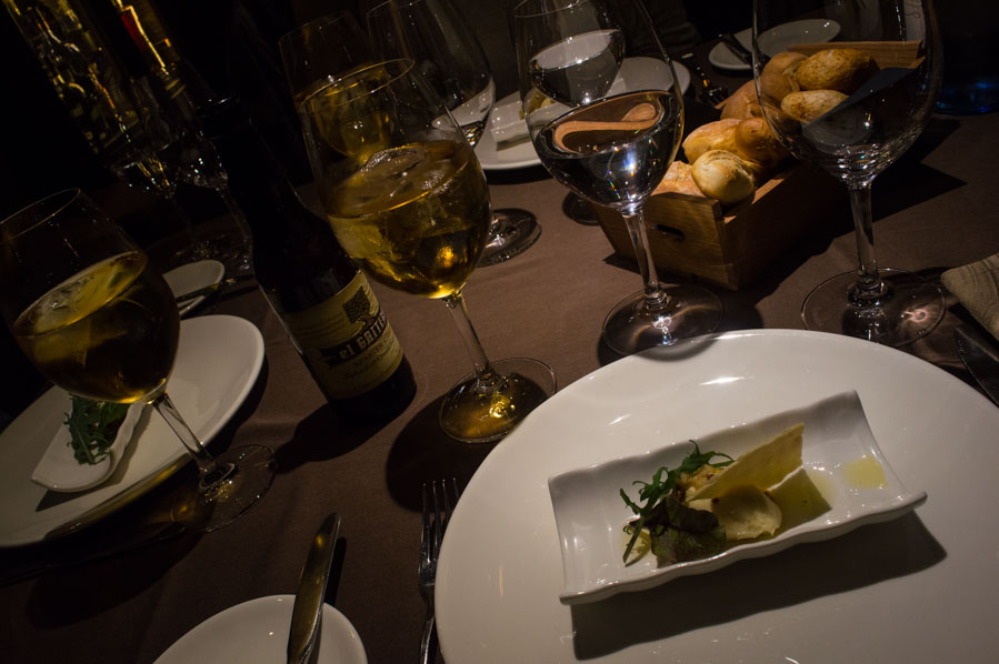 Cremoso de queso de Vidiago con vinagreta de avellanas y manzana.