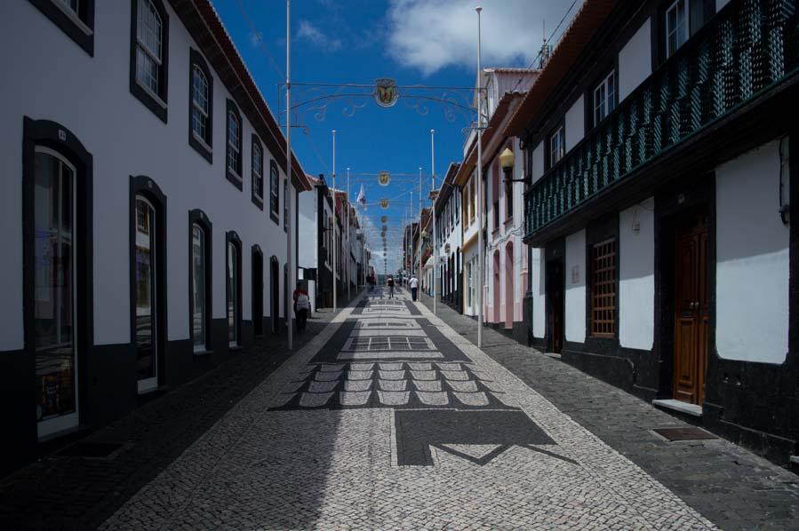 La calle principal de Praia Victoria es una cuesta llena de tiendas con encanto