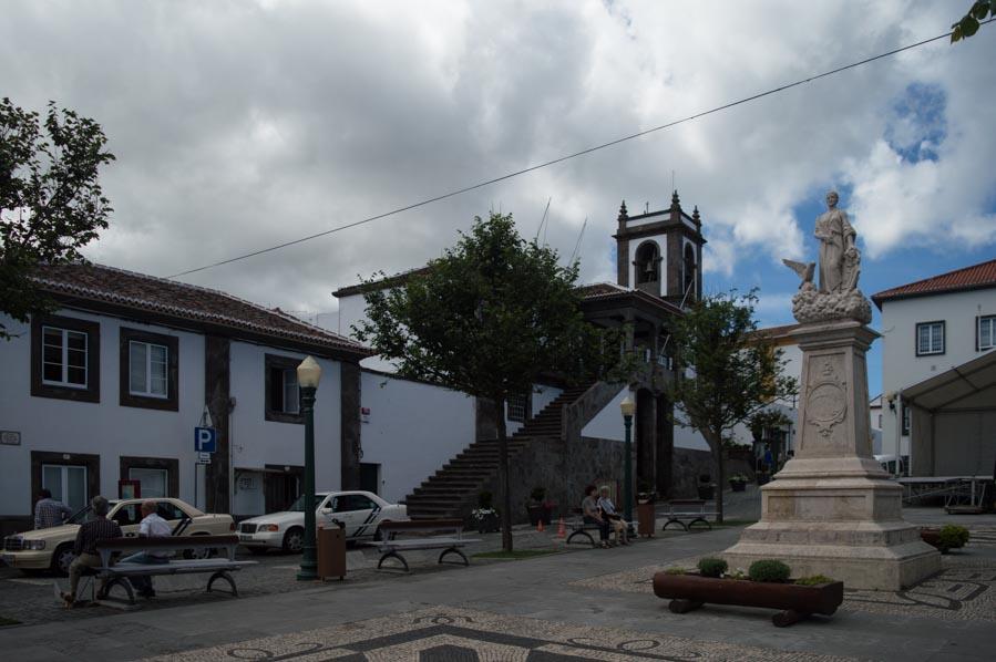 Praia Victoria presume de una fantástica plaza central, con cafés y la parada de taxis.