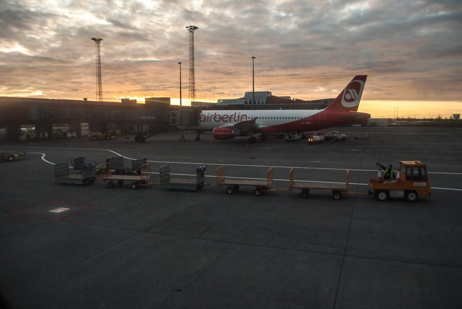 El aeropuerto de Keflavik, a 45 minutos de Reykjavik, es el principal del país