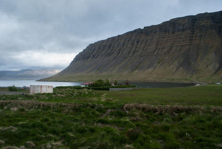 Abrupta y caprichosa naturaleza en los fiordos occidentales.