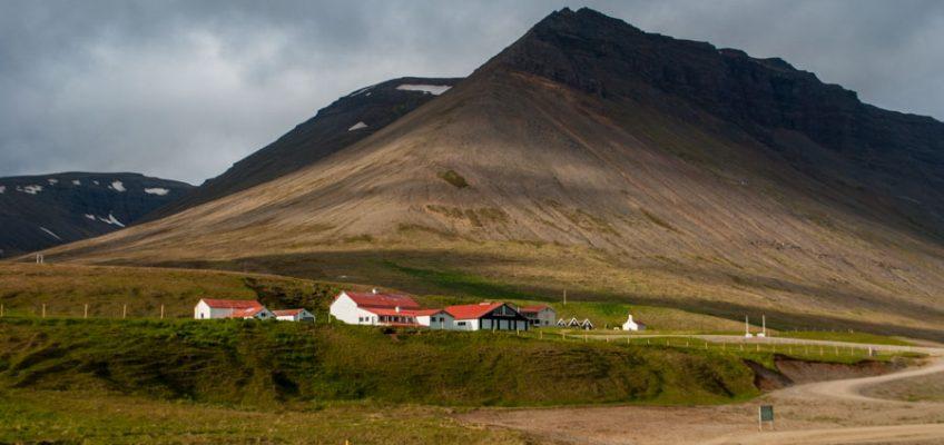 Los fiordos del oeste de Islandia se caracterizan por los grandes contrastes y sus deshabitadas laderas