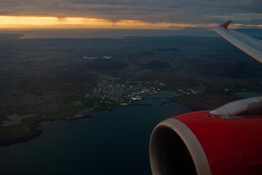 Atardecer en el aterrizaje en Islandia