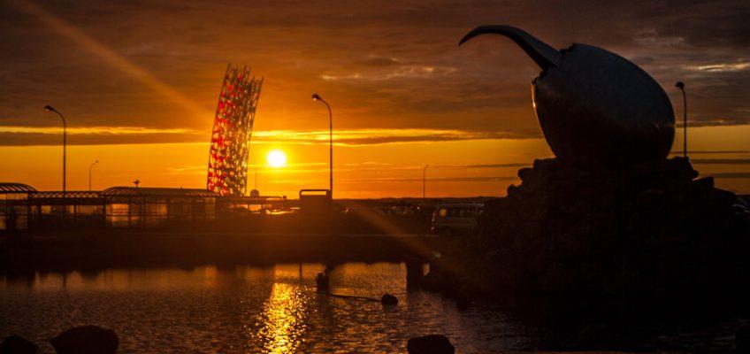 Aterrizar en Islandia con sol de medianoche