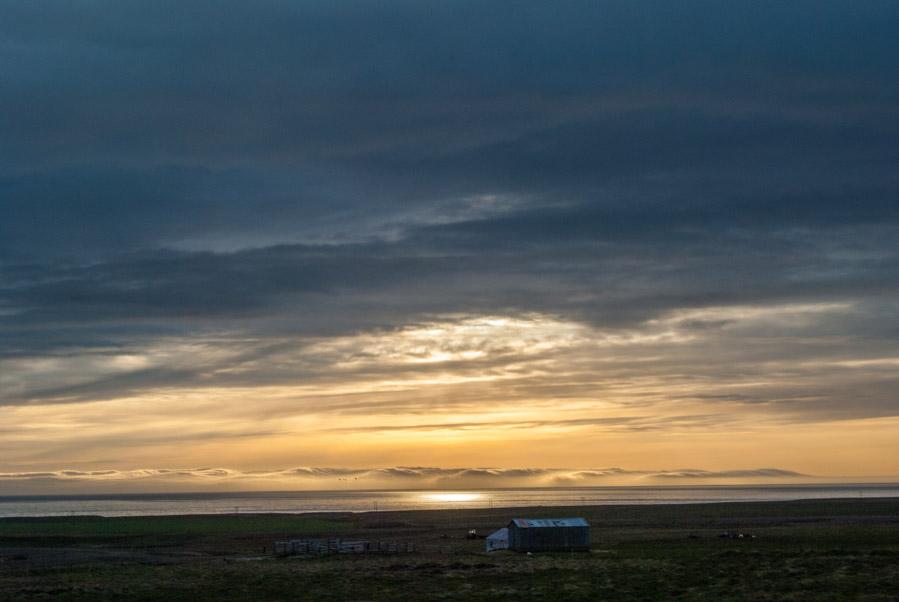 Sol de medianoche en Myvatn, Islandia