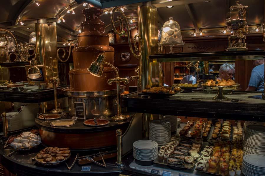 fuente de chocolate entre los 100 postres de Le Grands Buffets