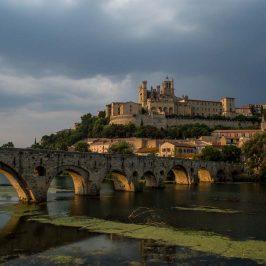 La imagen más típica de Béziers, con el puente viejo en primer plano y la Catedral en la cima de la ciudad