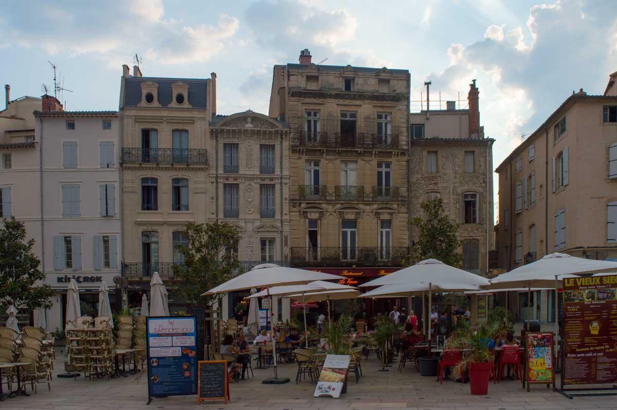 Los cafés de Béziers inhundan las plazas de las típicas terrazas francesas