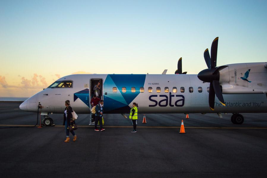Avión de SATA en el aeropuerto de Santa María