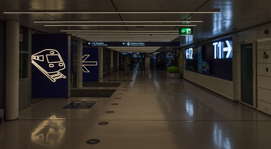 señalización del aeropuerto de Helsinki