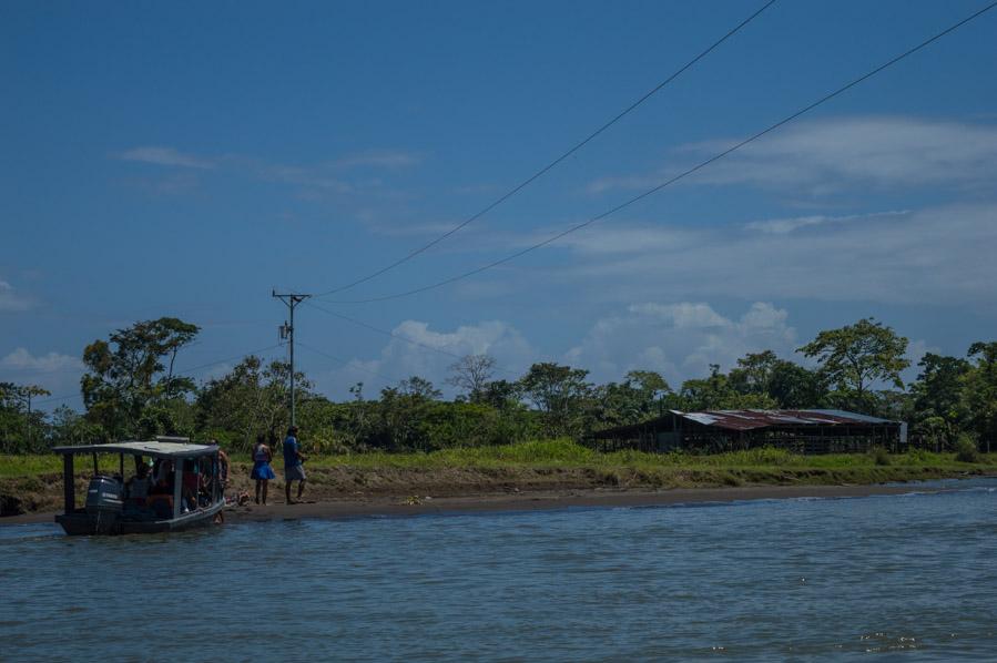 Barca en Muelle Caño Blanco