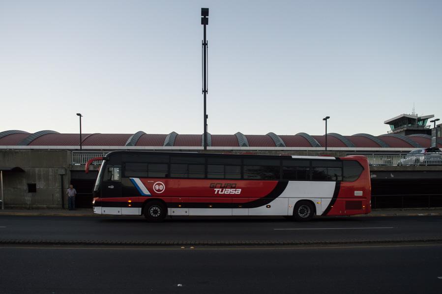 Autobús en el Aeropuerto Internacional de San José