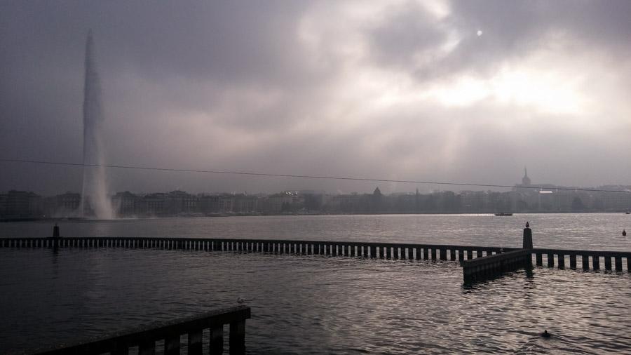 El Jet d'eau centra la atención del lago de Ginebra.