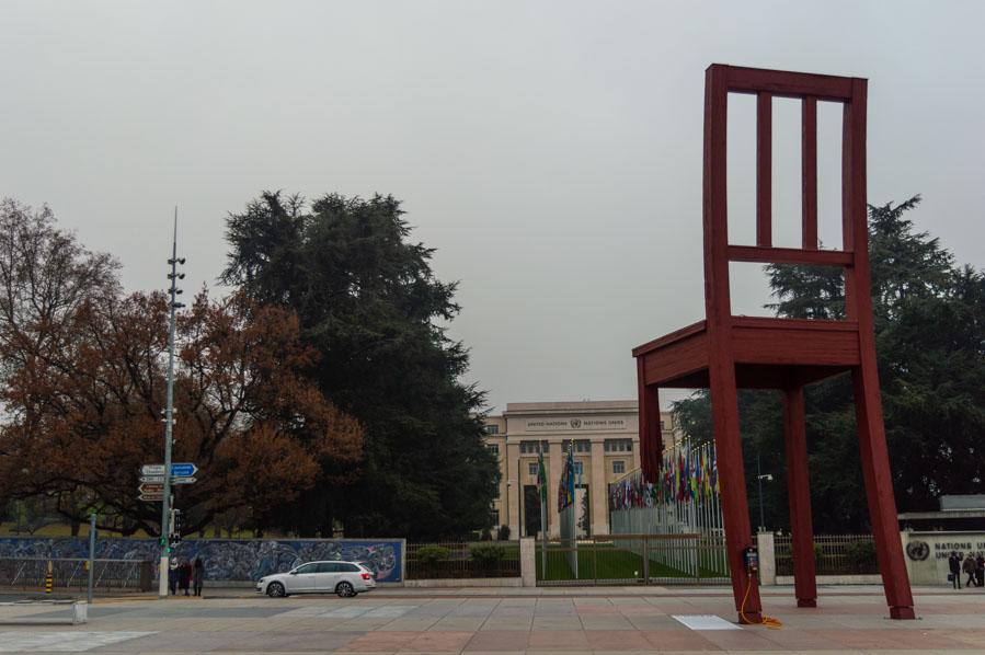 Chaise Cassée en Ginebra, al lado de Naciones Unidas.