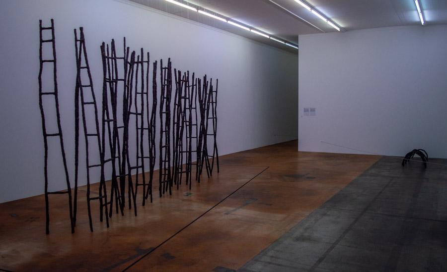 Obras de Rosemarie Castoro expuestas en el MAMCO de Ginebra