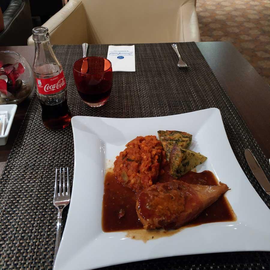 Plato principal de la cena a los pasajeros afectados por las cancelaciones de Lufthansa