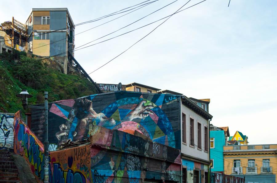 Murales sobre la vida en Valparíso