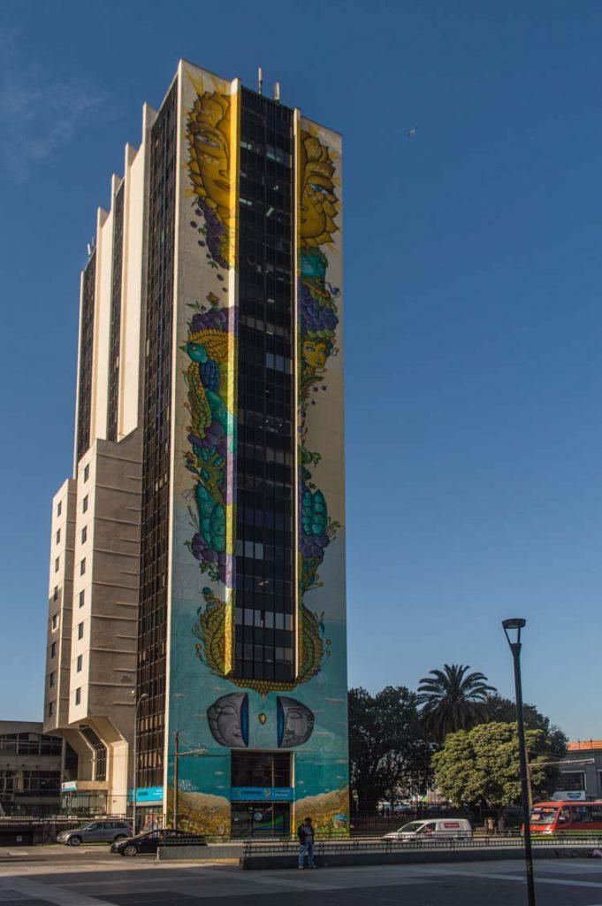 """Murales en Valparaíso: Mural """"Solsticio de verano"""" de Un Kolor Distinto"""