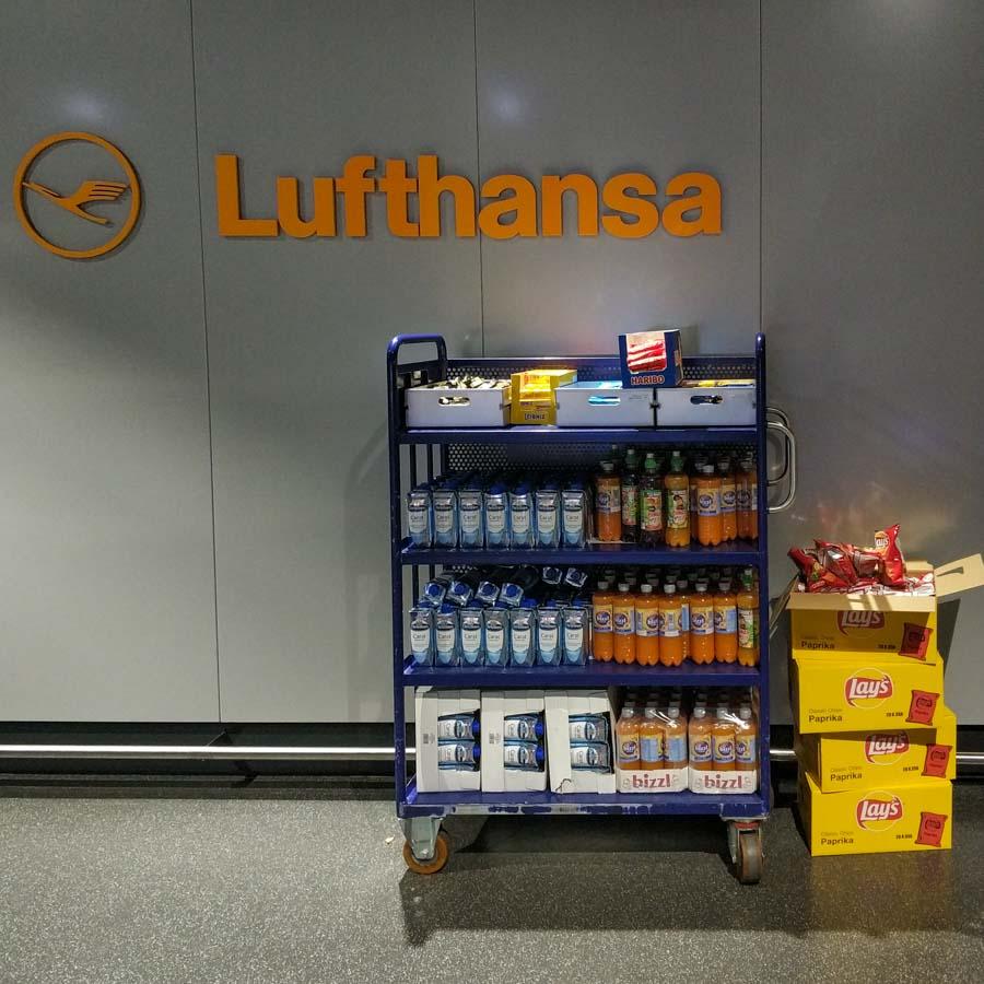 Snacks de cortesía para pasajeros que sufren las cancelaciones de Lufthansa