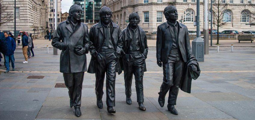Escultura de los Beatles en Liverpool