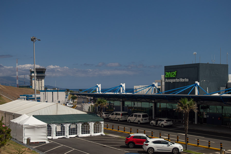 Carpa en el aeropuerto de Horta, en las Azores, para rastrear posibles positivos por COVID-19