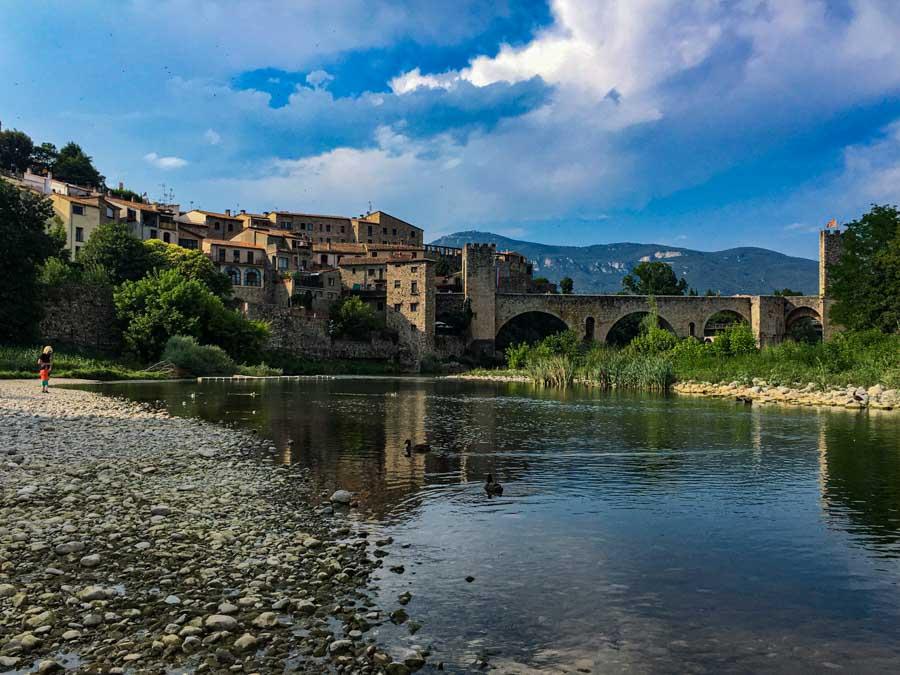 Bañarse en el río Fluvià en Besalú