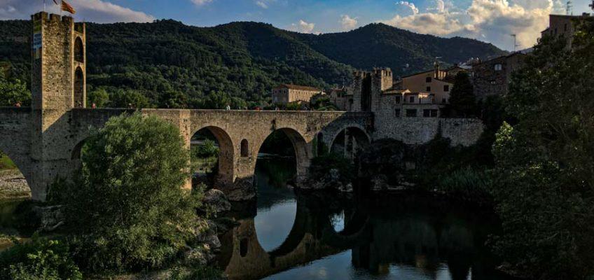 Vista de Besalú y su puente