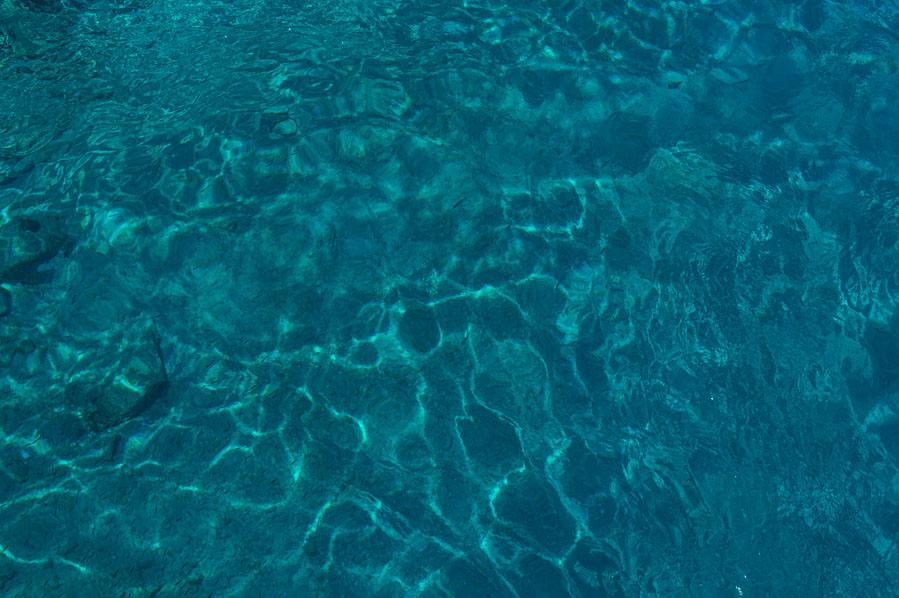 agua cristalina en el sur de Creta